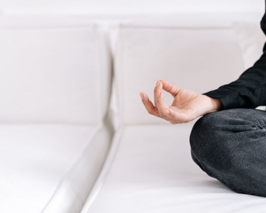 Yoga des doigts : le Shuni Mudra