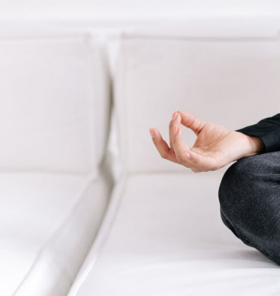 Yoga des doigts : le Shuni Mudra Chin Mudra