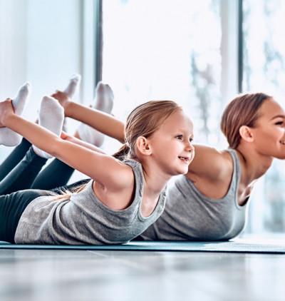 Yoga : La posture de l'arc ou l'asana Dhanurasana Chin Mudra
