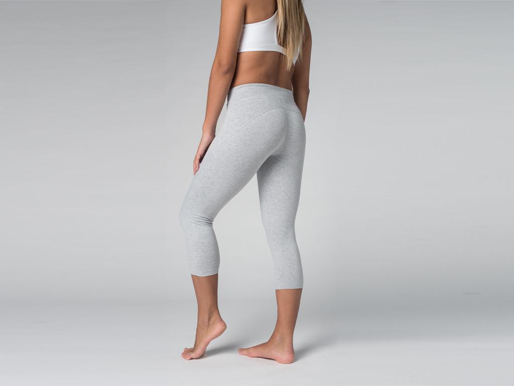 Pantalon de yoga Corsaire 95% coton Bio et 5% Lycra Gris Perlé